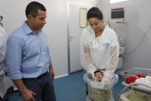 b_800_600_0_00_images_stories_ASCOM_hospBaixada-VisitaSecretario_visita_hospitais_da_baixada_-_hosp_da_mae_046