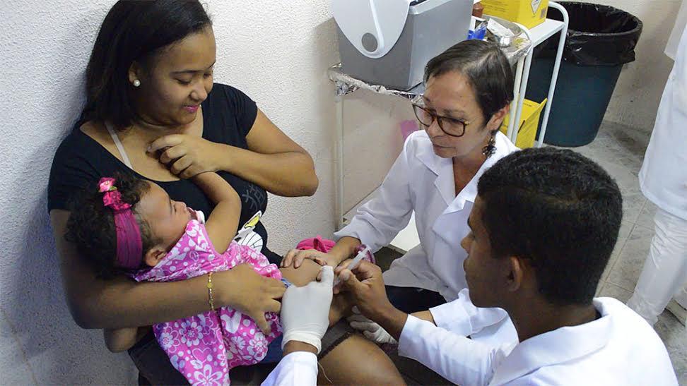 Crianças e gestantes são imunizadas no CES, na Várzea
