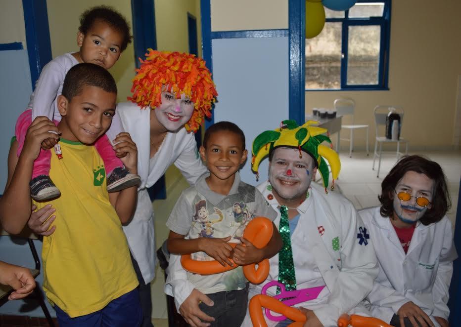 Integrantes do 'Alegria Med Terê' garantem diversão na festa das crianças no Cemusa